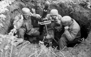 Bundesarchiv_Bild_101I-577-1917-08,_Monte_Cassino,_Fallschirmjäger_mit_Granatwerfer