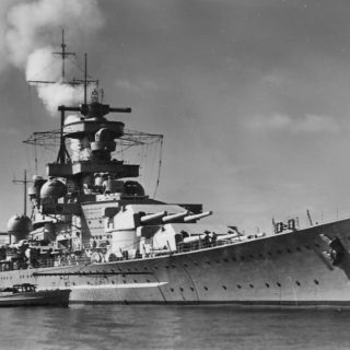 Battleship_Scharnhorst_bow_view